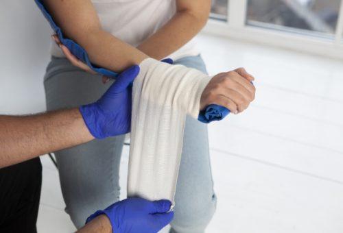 応急処置講習 骨折応急処置